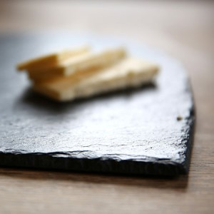 Personalised-Heart-Shaped-Slate-Cheese-Board_d