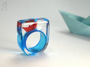 pierścionek-żywica-łódki-1